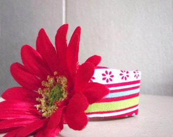 Red Daisy Napkin Rings; sold in sets of 4/house warming gift/table decor