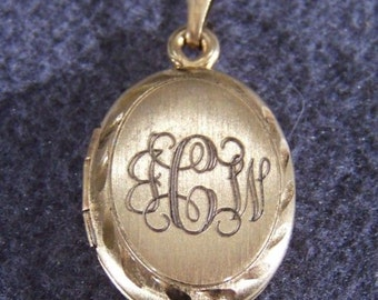 Vintage 12 K Yellow Gold Filled Floral Etched Oval Locket Pendant Charm    **RL
