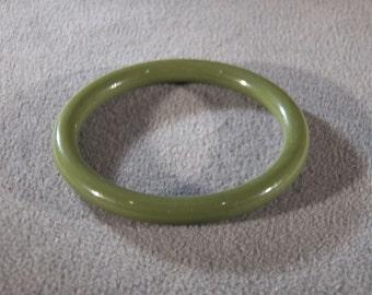Vintage Antique Green Bakelite Smooth Classic Bangle Bracelet Stackable Jewelry    #16  **RL