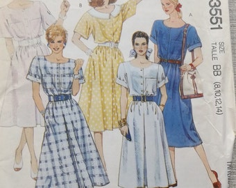 Pullover Dress with Front Buttoned Bodice and Short Sleeves in Size 8 to 14 Vintage 1980s McCall's Sewing Pattern 3551