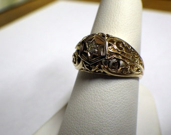 LADIES ANTIQUE GOLD Six Point Star Filigree and Diamond Ring
