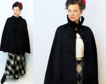 Cape / Wool Cape / Black Cape / 1940s Cape / 40s Cape / Winter Cape / Cloak / Wool Cloak / Black Cloak