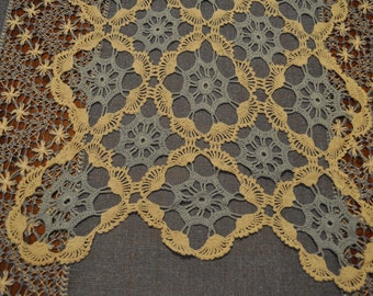 Vintage Hand Crocheted Runner. Ecru and Blue Cotton Doily Pattern.