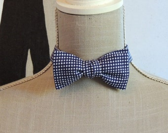 Bow tie in blue gingham cotton.