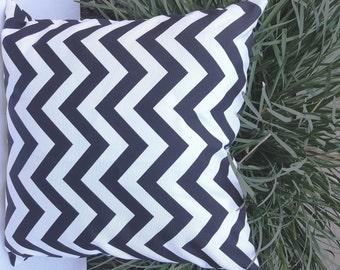 Modern Indoor Outdoor Chevron Zig Zag Black and White Decorative Throw Pillow Cover with Hidden Zipper