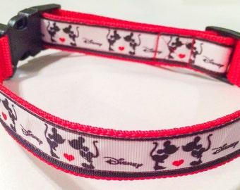 Minnie and Mickey kiss collar
