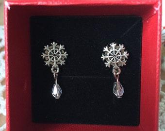 Snowflake pin style earrings