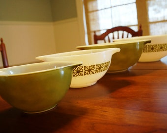 Vintage Pyrex Verde Square Flower Cinderella Mixing Bowl Set-4 Bowls, 2 Solid Green, 2 White with Flowers