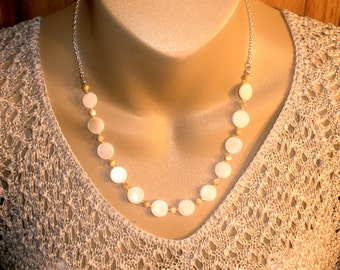 Womens Jewelry Necklaces Mother of Pearl Shell Chain Necklace Beach Jewelry Free Shipping Gift for Girls Shell Fashion Jewelry