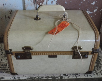Vintage Train Case 1940's Towncraft  Overnight Case Vintage Cosmetic Case Travel Luggage Home Decor Display