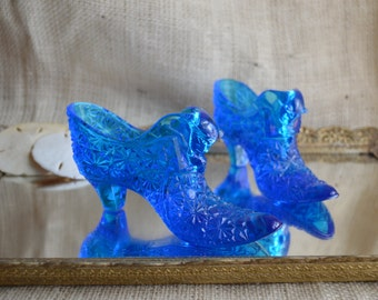 Vintage Fenton blue Daisy and Button Glass shoe // Cobalt Blue Fenton Shoe Daisy and Button Pattern
