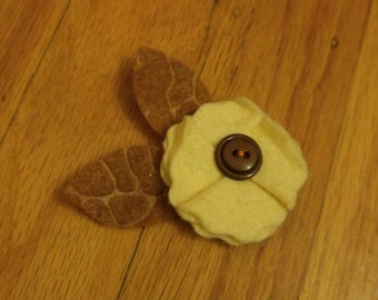 Felt Flower Hair Accessories - Cream Wedge