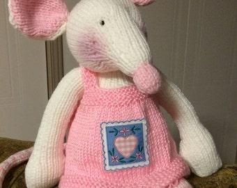 48-Knit Pink Mouse doll/ Poupée Souris rose en tricot