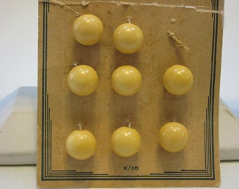 Vintage Bakelite Buttons on Original Card (E36)