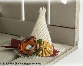 Small Cream Scarecrow Hat Hair Clip, Ribbon Sculpture, Fall Hair Clip, Thanksgiving Hair clip