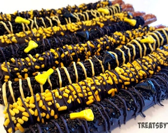 HALLOWEEN chocolate covered pretzels. Witch pretzels. Halloween pretzels. Thanksgiving pretzels. Thanksgiving treats. Halloween treats