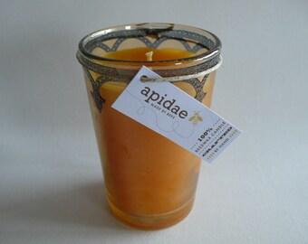 Bienenwachskerze im marokkanischen goldgelben Teeglas