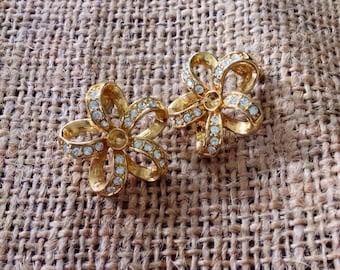 Gorgeous and unique vintage flower petal earrings, goldtone, rhinestones