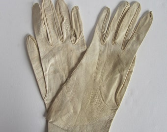 1950s ladies kid leather gloves (made in France)