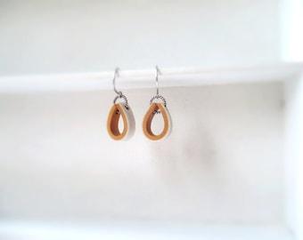 Earrings white/gold.