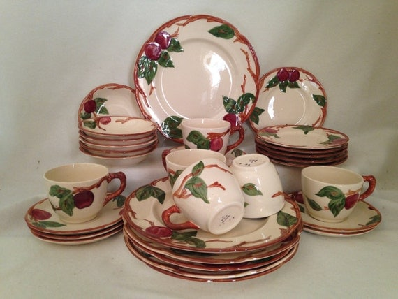 Franciscan Apple Dinnerware Set For 4 Plus Serving 22 Pc