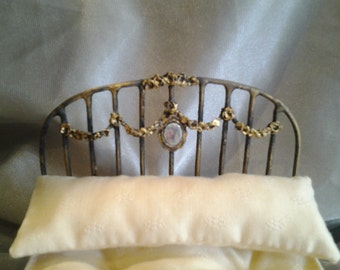 Ancient gold wreath bed