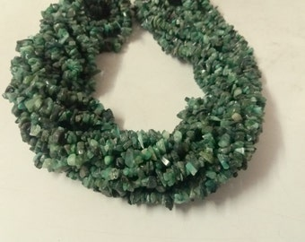 "35"" Beautiful Natural Emerald Chips free size precious stone"