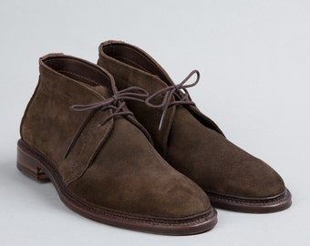 Vintage Alden Unlined Chukka Boots in Snuff Dark Brown Suede. 1492. Made in USA. US Size 11 B/D, UK-10.5, Euro-44