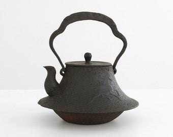 18th century tetsubin chagama, antique tetsubin chagama, antique japanese teapot, 18th century asian tea pot, asian tetsubin chagama