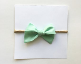 Classic Bow in Mint