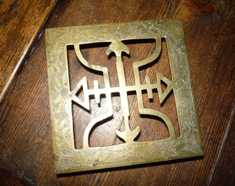Vintage English Brass Plant Stand Trivet Arrow Engraved
