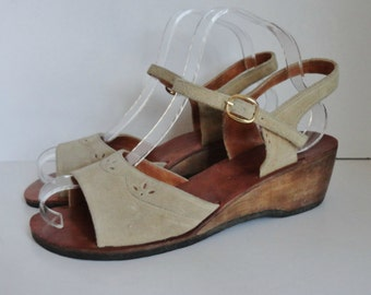 70s Vintage Suede Sandals With Wood Bottom // Sand // Size 39