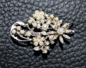 Old 50's Brooch Bloom Pearls Silver