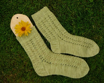 Natural dyed alpaca socks / green socks / lace socks / plant dyed / hand knitted socks / women socks / size US 7.5-8.5/ 24-25cm