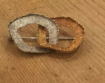 A Modern Abstract 18ct Brooch