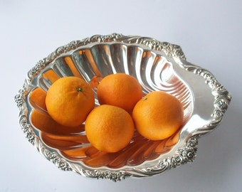 Vintage Silverplate Shell Shaped Dish / Simple 3 Footed Design
