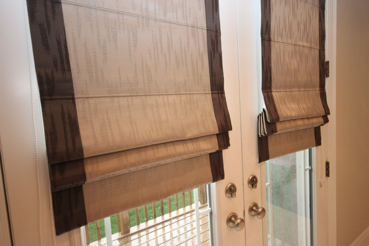 Flat Roman Shade With Valance And Border Chain Mechanism