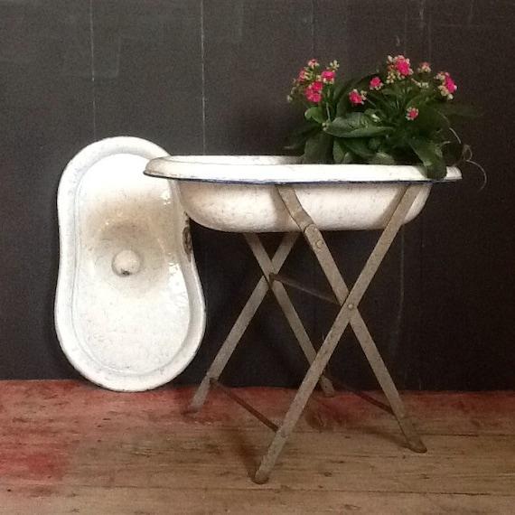 vintage 1930s enamelled baby bath tub the cracked plate. Black Bedroom Furniture Sets. Home Design Ideas