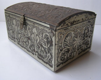 Vintage Stunning Decorative Tin Box   - Free Shipping