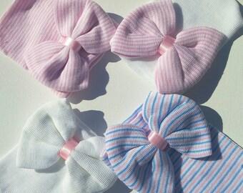 Newborn gift set, newborn girl beanies, girl Baby shower gift, it's a girl gift, hospital beanies with bow, newborn beanies, newborn hat,