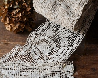 6.40 meters of antique filet lace, hand-made, 1930s