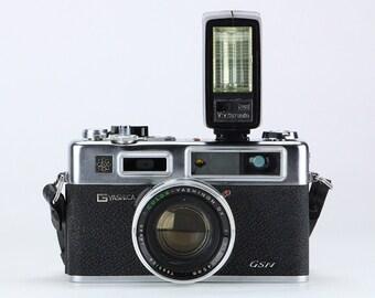 Vintage 1973 Yashica GSN Electro 35 Camera w/ Vivitar auto 202 Flash– Home Decor Display & Collector Piece