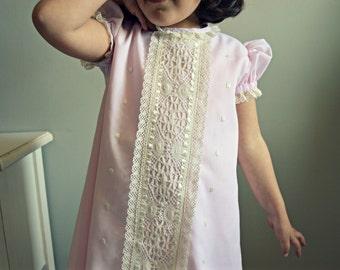 2T,3T,4Y,5Y,6Y.Toddler or girl classic dress.Batiste,bobbin lace&ribbons.Bonnet.Naming day.Baptism.Christening Gown.Easter.Heirloom.Unique.