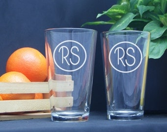 Personalized Glasses - Custom Beer Glass / Monogram Glasses / Etched Pint Glass / Custom Engraved Wedding Gift / Wedding Party Pint Glass