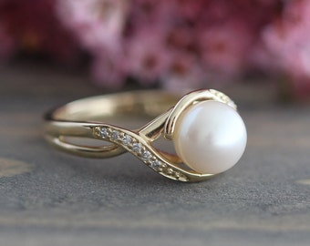 Pearl Engagement Ring in 10k Yellow Gold Infinity Diamond Wedding Band June Birthstone Ring, Anniversary Ring, Size 5 (Resizable)