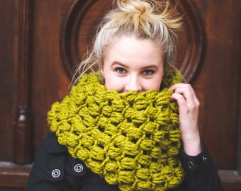 WOOLLY MAMMOTH Bulky infinity scarf