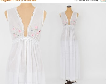 Summer SALE 70s White Cotton Long Nightgown | Delicate Handwork Flowers on Bodice |  Small