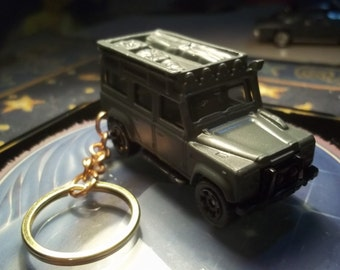 custom made keychain 1983 to 1990 land rover defendder 110,gloss anvil-gray w/black mags/hand made chain and jump ringsmint