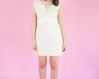 Vintage 1960s Cream Lace Dress / Bow / Empire Waist / Babydoll / Dolly / Ruffles / M