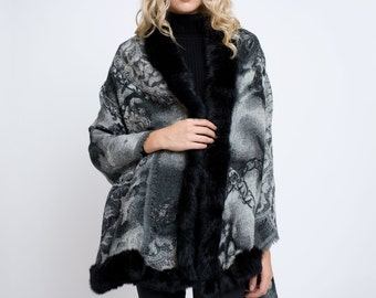 Jacquared wool shawl with three-side fur trim